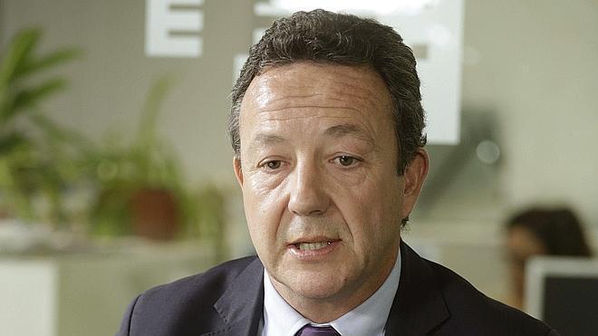 Henríquez de Luna: «Si el PP no se renueva va a acabar languideciendo hasta dejar de existir»