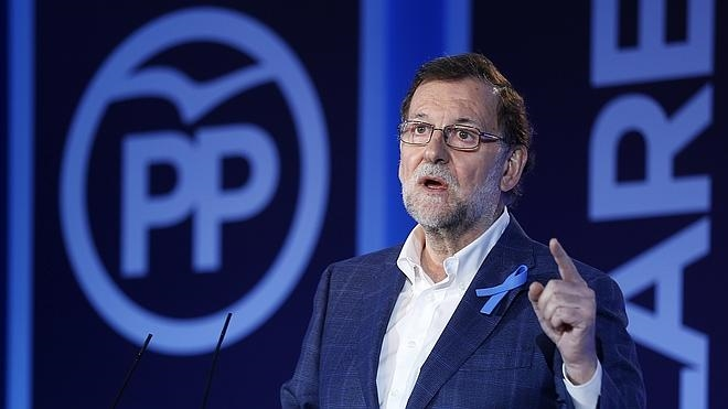 Rajoy reprocha las «comedias de enredo» del resto de partidos y asegura que el PP «no participará en ellas»