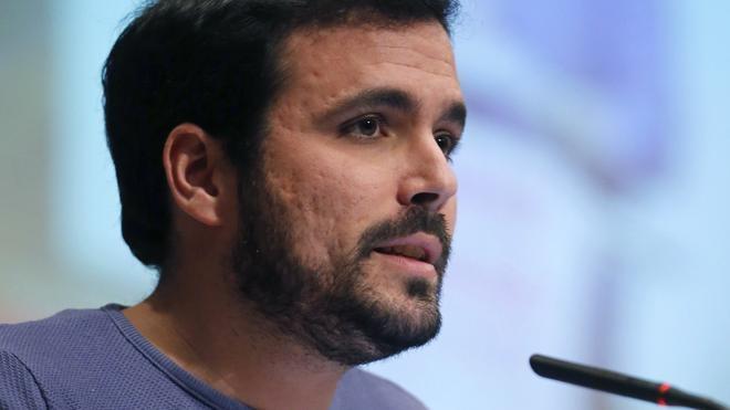 Garzón dice que PSOE y Podemos tienen «un ojo en las negociaciones y otro en las elecciones»