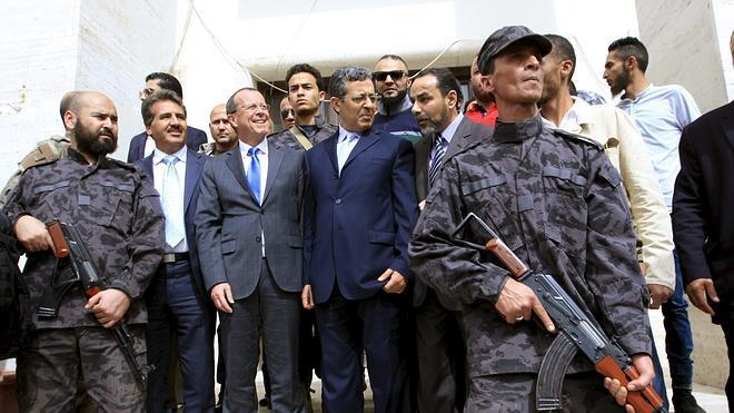 Los rebeldes de Trípoli entregan el poder al Gobierno de unidad libio