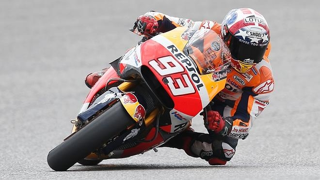 Marc Márquez vence en una carrera repleta de incidentes