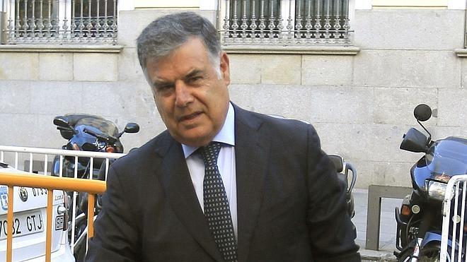La juez imputa a los exconsejeros Viera y Fernández por ayudas de 34 millones