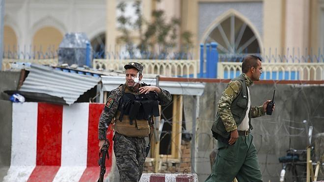 Al menos 28 muertos y 327 heridos en un atentado suicida en Kabul
