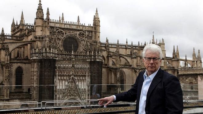 Ken Follett, en Sevilla para documentar su nuevo libro