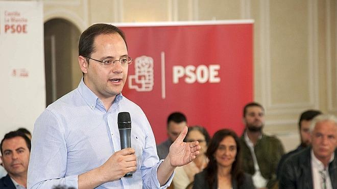 Luena lamenta que «la gran pinza» de Rajoy e Iglesias trabaje por las elecciones