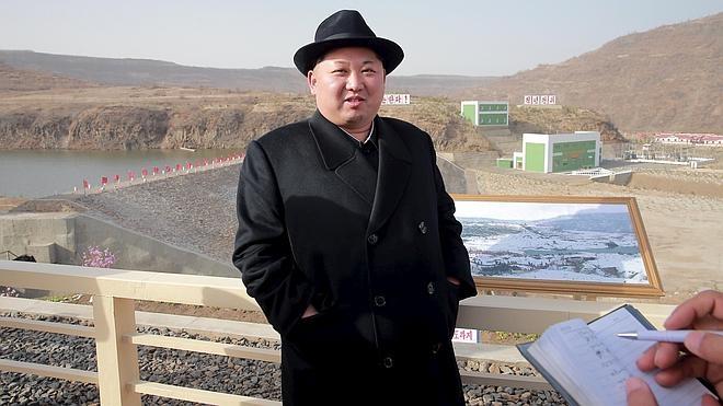 Kim Jong-Un se felicita por el lanzamiento «exitoso» de un misil submarino