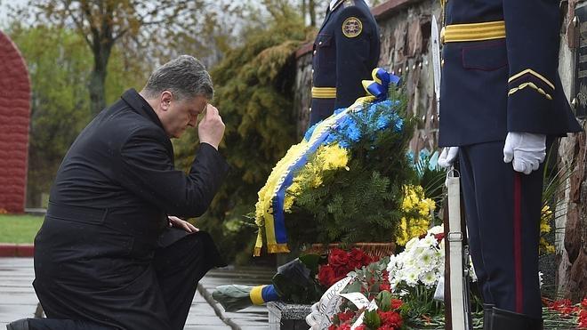Velas y flores para recordar a las víctimas de Chernóbil 30 años después