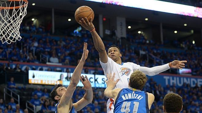Westbrook responde a Cuban metiendo a los Thunder en semifinales