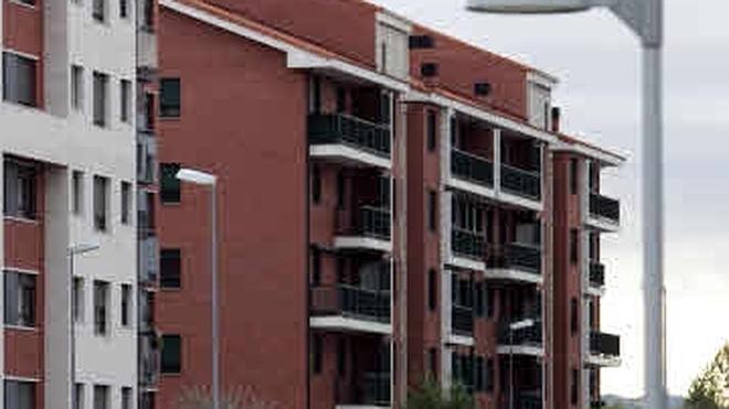 La firma de hipotecas sobre viviendas acelera su avance al 15,9% en febrero y suma 21 meses al alza