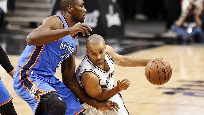 Westbrook y Durant se reivindican ante los Spurs y empatan la serie