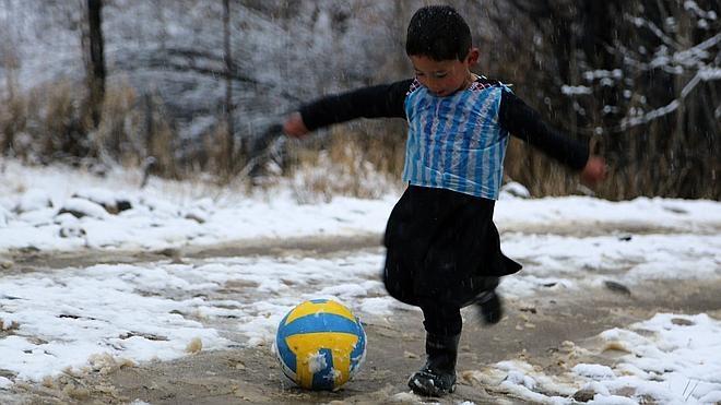 El pequeño 'Messi afgano' huye a Pakistán tras recibir amenazas