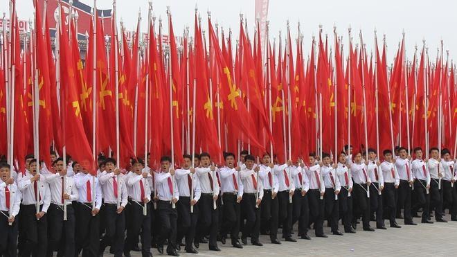 El régimen norcoreano glorifica a Kim Jong-un con un gigantesco desfile