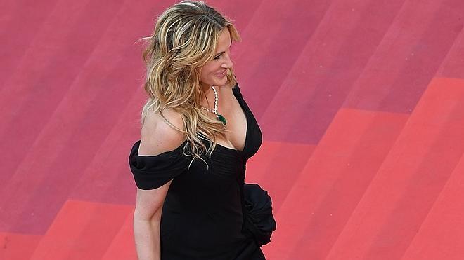 Julia Roberts, descalza por la alfombra roja de Cannes