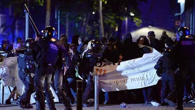 Segunda noche de altercados en el barrio de Gracia de Barcelona