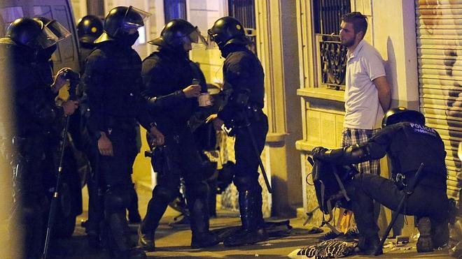 Once heridos y un detenido en una nueva noche de disturbios en el barrio barcelonés de Gracia