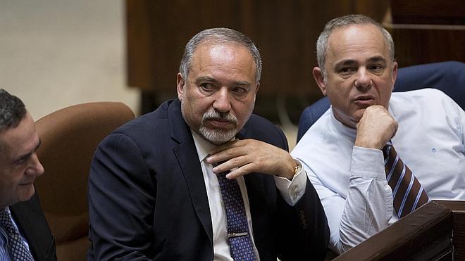 El ultranacionalista Lieberman, investido ministro de Defensa de Israel