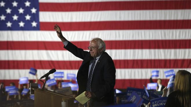 Clinton no logra deshacerse de Sanders en su camino a la presidencia