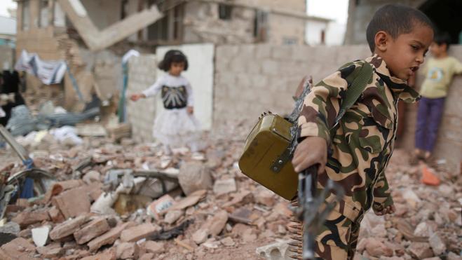 Al menos 80 muertos en bombardeos y combates en Yemen