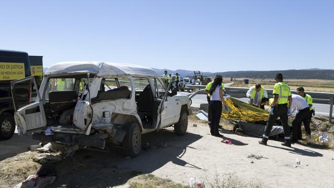 Tres muertos y seis heridos en Ávila tras arrollar un camión a un todoterreno