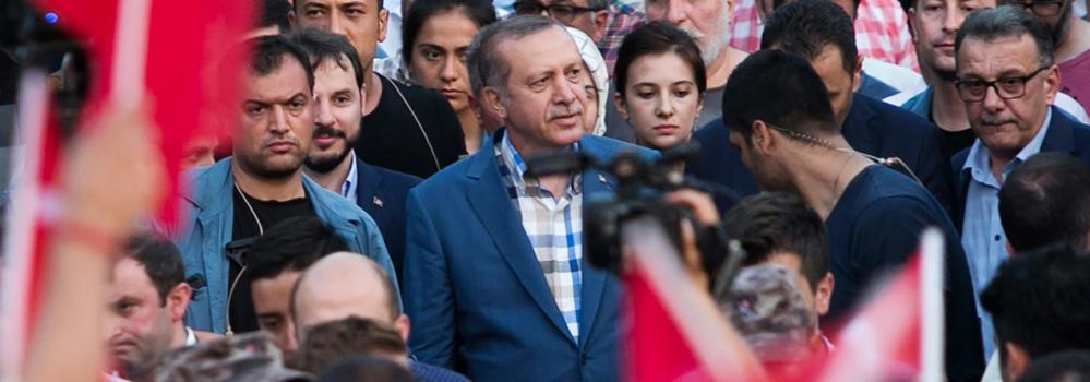 Erdogan certifica la derrota total de los golpistas y agudiza la purga de sus adversarios
