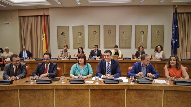 Sánchez reclama a Rajoy un gobierno «no continuista» y con otras políticas