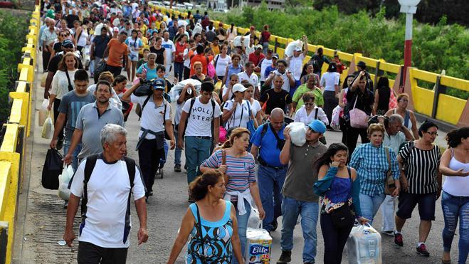 Casi 130.000 venezolanos se abastecen de víveres en Colombia