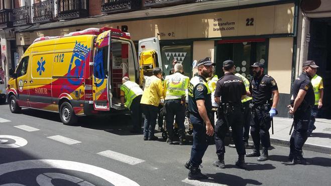 Fallece el dueño de un hostal de Madrid en una reyerta