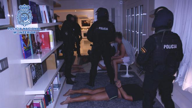 Cae en Ibiza un grupo internacional dedicado al tráfico de armas
