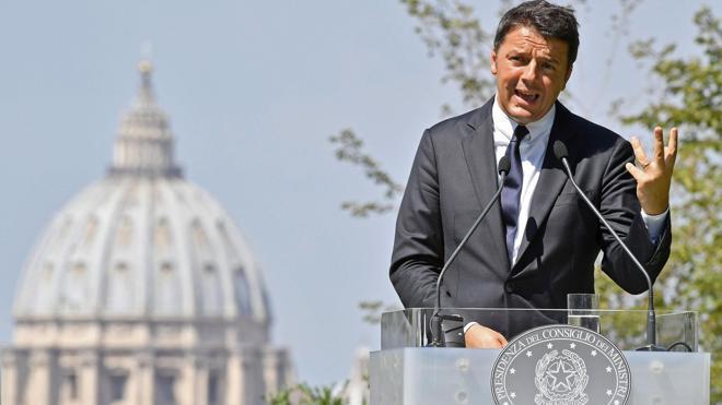 Renzi rechaza una intervención pública en la banca italiana por una «cuestión de justicia»