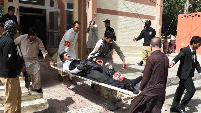 Al menos 53 muertos en un atentado suicida contra un hospital en Pakistán