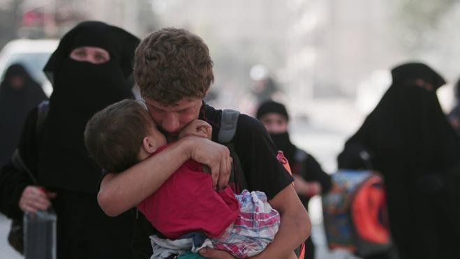Liberados cientos de civiles capturados por el EI en su huida de Manbij