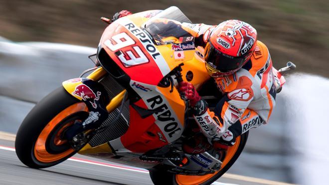 Yamaha marca el ritmo y 'el milagroso' Márquez el mejor tiempo