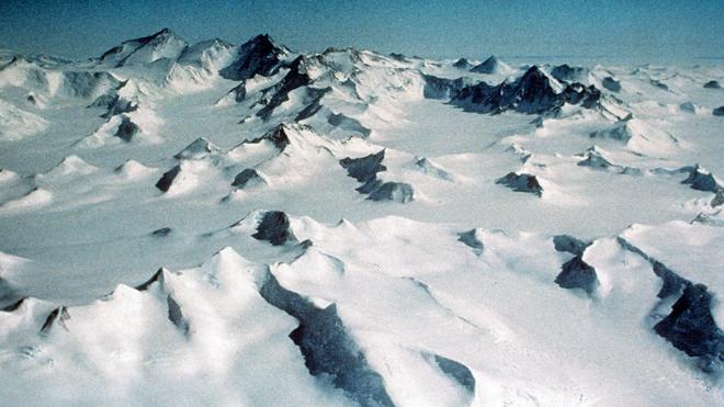 El deshielo genera casi 8.000 lagos en la superficie de la Antártida