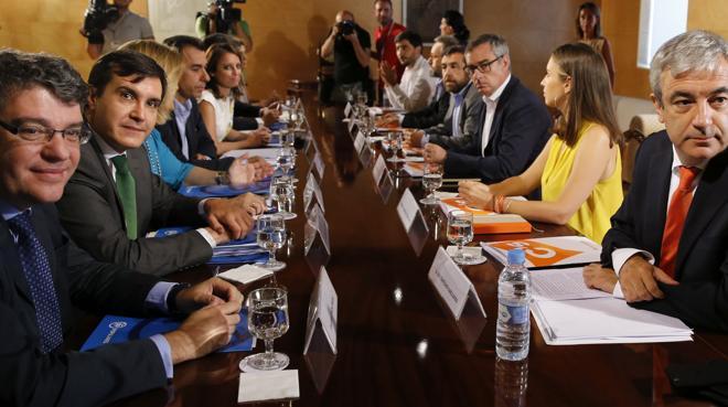 Ciudadanos exige compromisos en materia económica al PP para el 'sí' a Rajoy