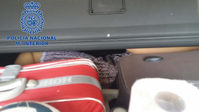 La Policía rescata a una inmigrante oculta en el maletero de un coche en Ceuta