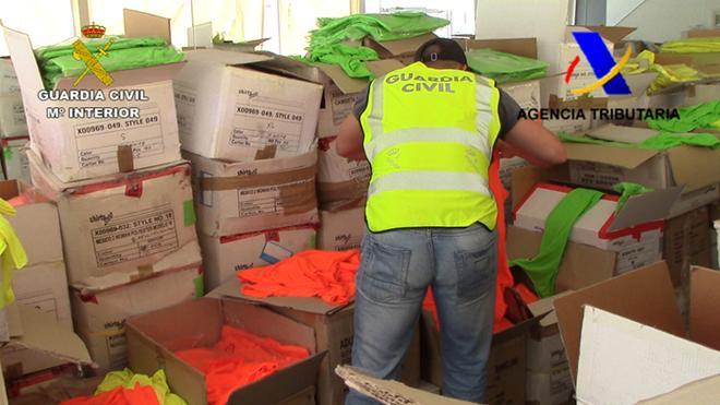 Detienen a varias empresas que distribuían prendas falsas por valor de 350.000 euros