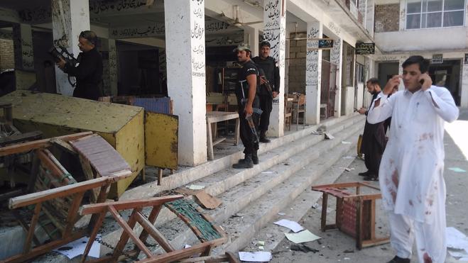 Al menos once muertos en un ataque suicida contra un juzgado en Pakistán