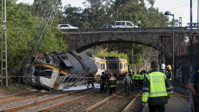 Cuatro muertos al descarrilar un tren que cubría la línea entre Vigo y Oporto
