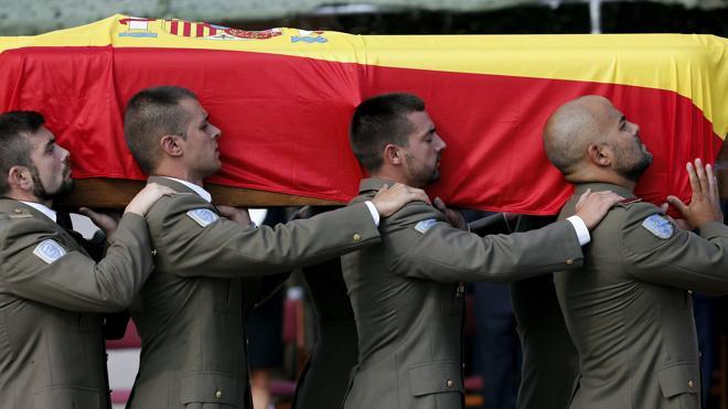 Emotivo adiós en el cuartel de Marines al soldado valenciano muerto en Irak