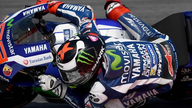 Lorenzo vuela en casa de Rossi