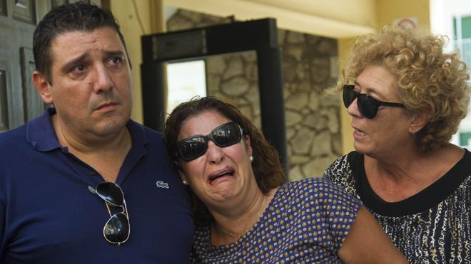 Una pareja de Valencia entrega por orden judicial a su hijo preadoptivo a la madre biológica