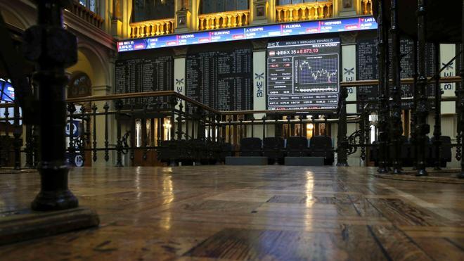 El Ibex-35 cede los 8.800 empujado por Wall Street y el crudo