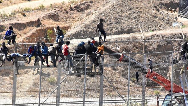 La afluencia de refugiados sirios incrementa la presión migratoria sobre Ceuta y Melilla