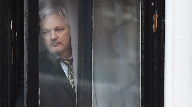 Suecia mantiene la orden de arresto contra Julian Assange