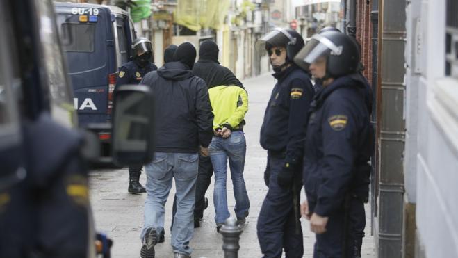 Tres detenidos por usar los datos del anciano al que cuidaban para recibir cocaína
