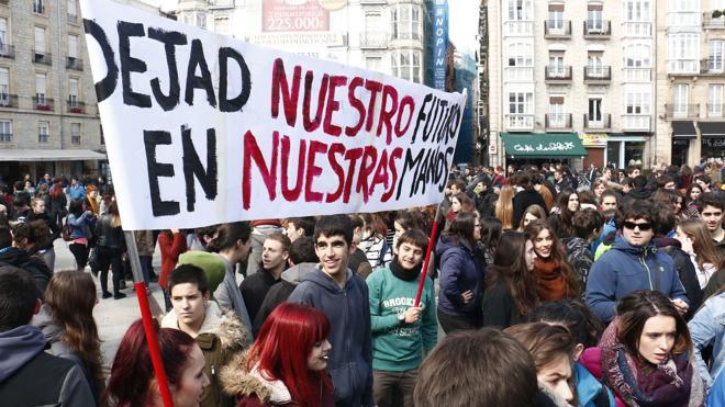 Las familias de la escuela pública convocan una huelga educativa contra las reválidas