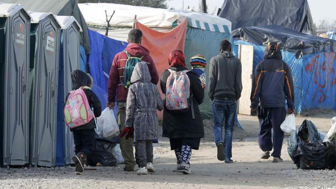 Tensión en Calais a pocas horas de la evacuación de su campo de inmigrantes