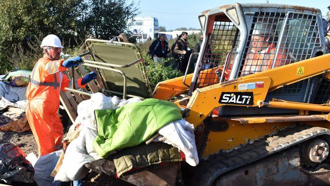 Francia desmantela las chabolas de la 'jungla de Calais'