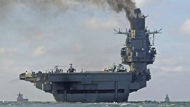 Morenés niega presión de la OTAN sobre la escala de la flota de guerra rusa en Ceuta