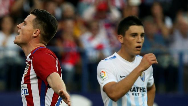 El Atlético sufre para seguir arriba